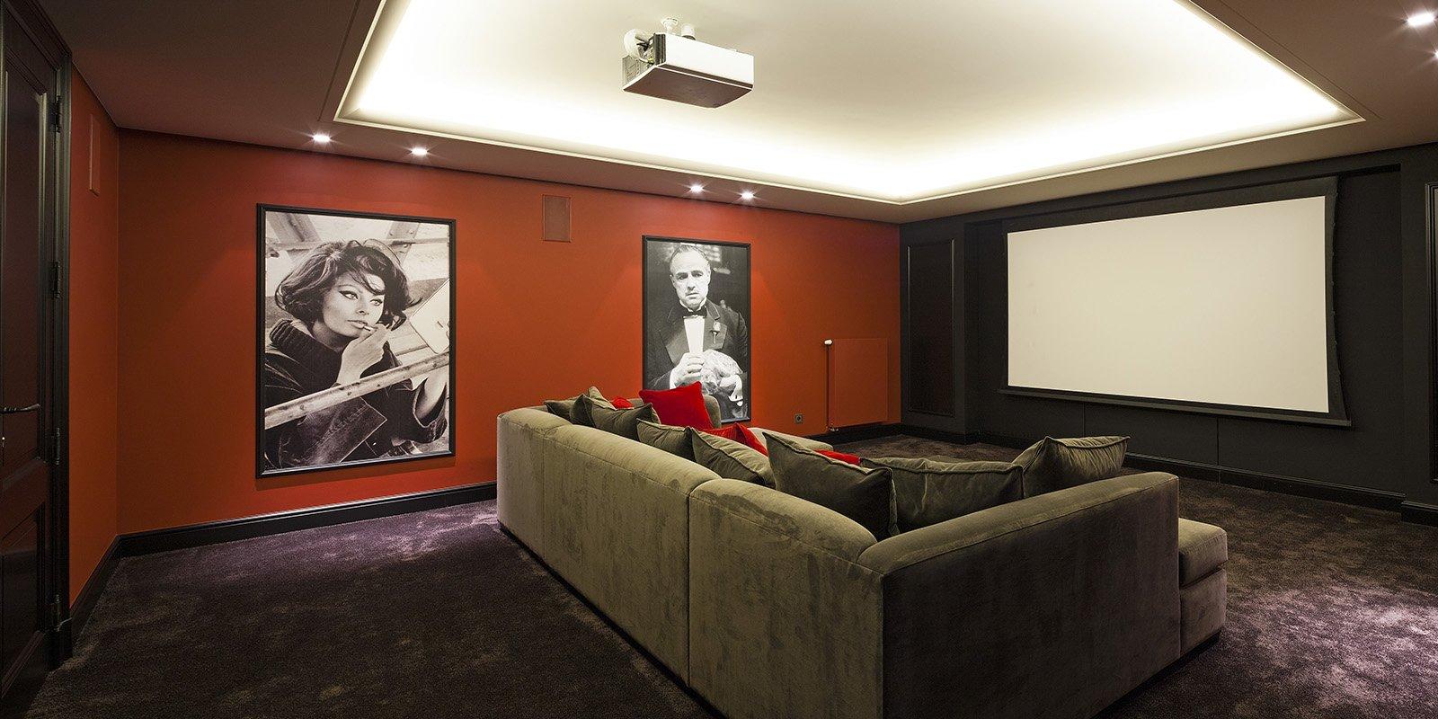 Thuis bioscoop in een moderne stijl, ontworpen door b+villas