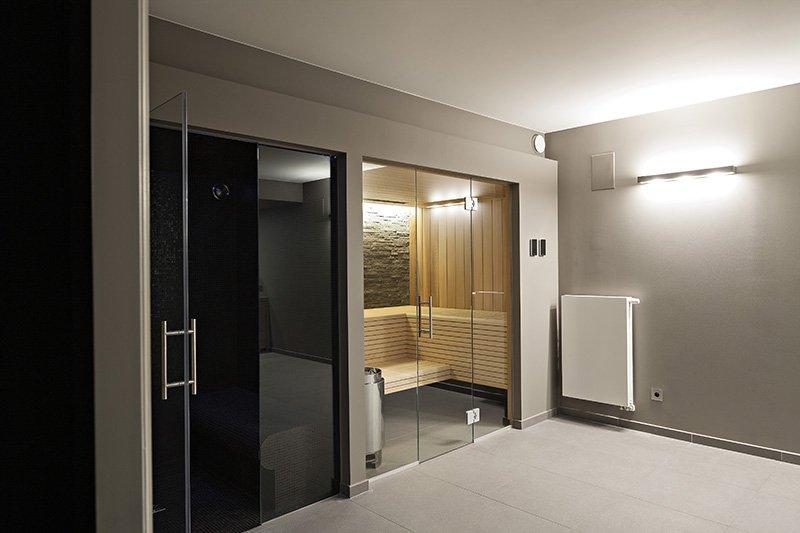 Moderne wellness in een woning ontworpen door b+villas