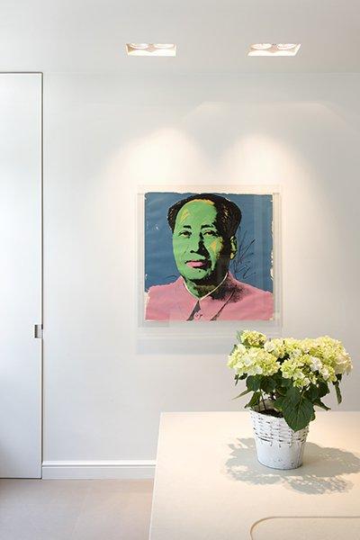 Moderne kunst in een woning die is ontworpen door b+villas