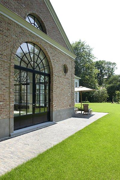Woning met een klassieke stijl, ontworpen door b+villas