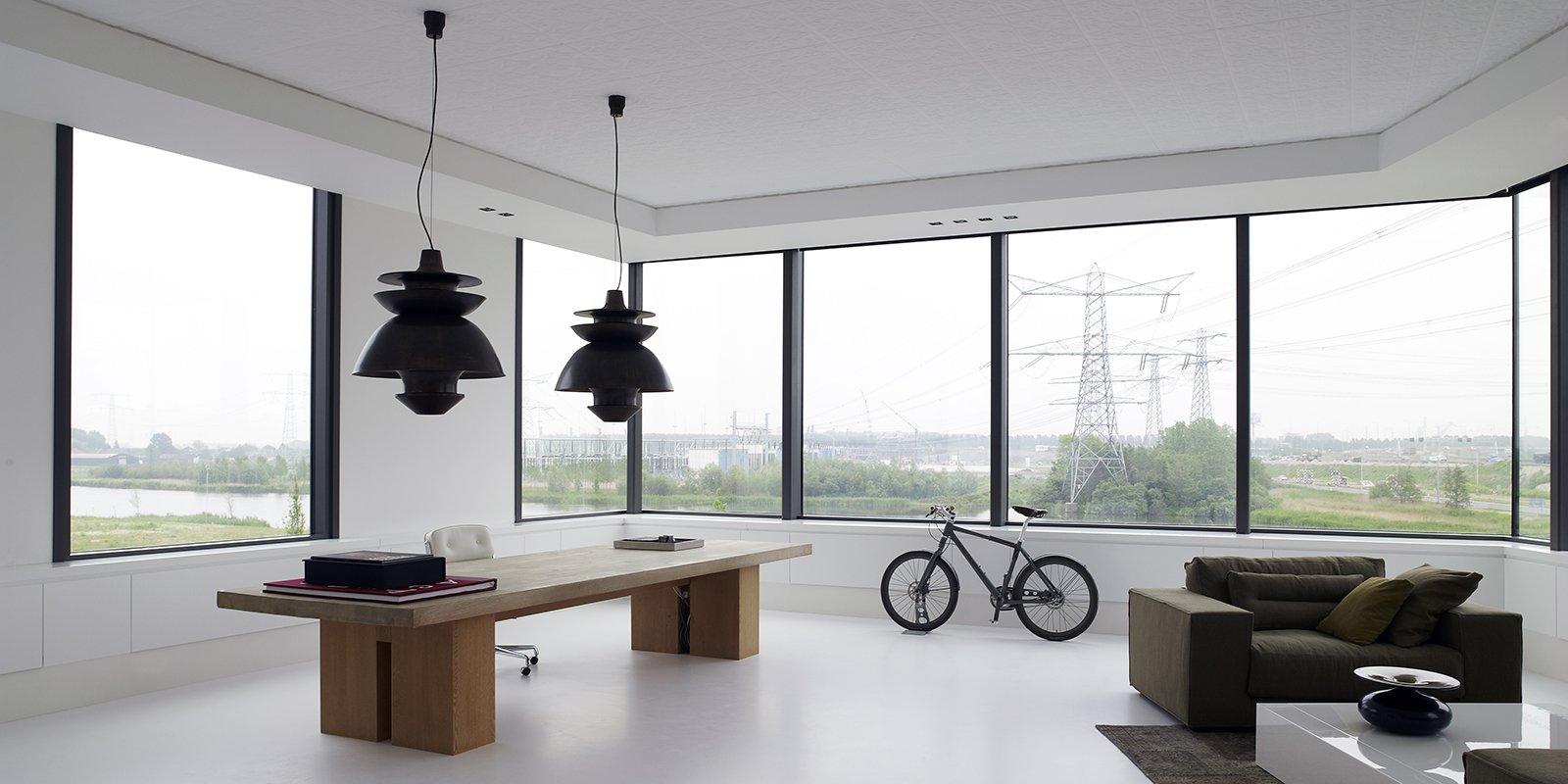 Modern vormgegeven objecten worden gecombineerd met klassieke elementen door Piet Boon Studio
