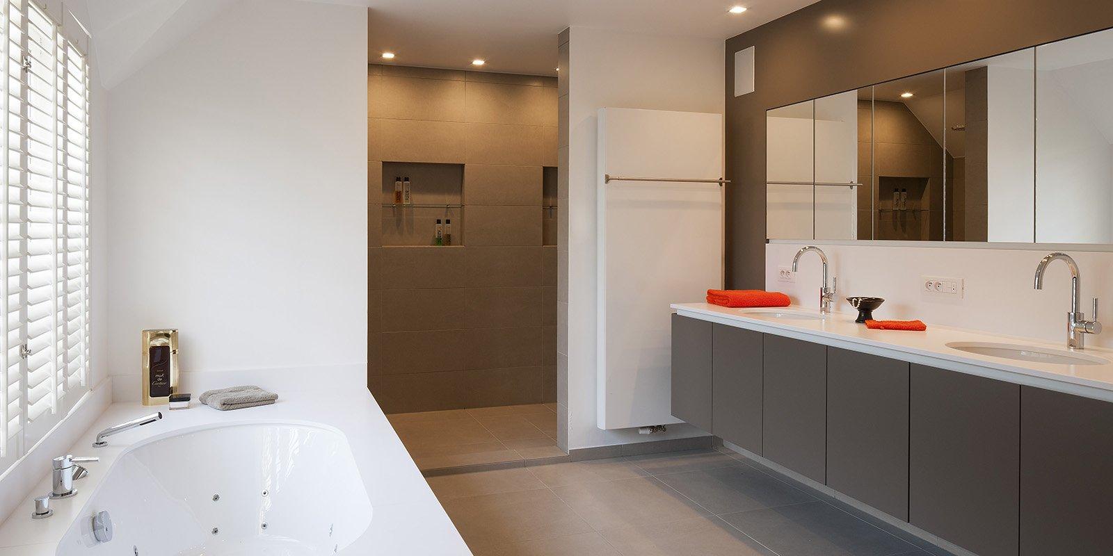 Badkamer die is ontworpen door b+villas met een piekfijne afwerking en moderne aspecten