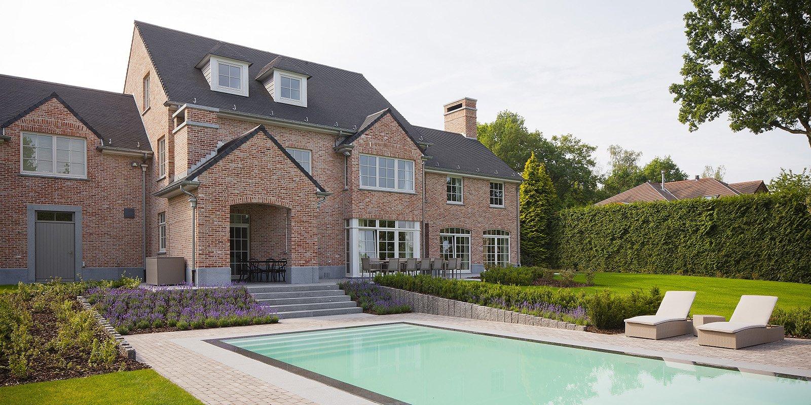 Woning in een landelijke stijl met een fijne afwerking, ontworpen door b+villas