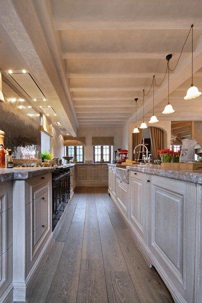 Keuken, Rond, handwerk, authentieke uitstraling, roze marmer, carrara, woonhuis als showroom, Dauby