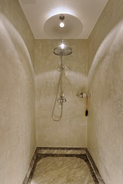 Badkamer, Italiaans wit marmer, douche, regendouche, woonhuis als showroom, Dauby