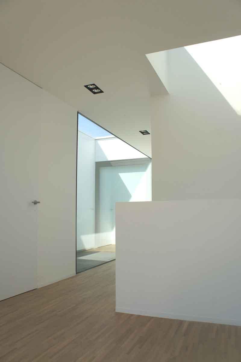 Houten vloer, ruimte, licht, strak en minimalistisch, Beckers Noyez