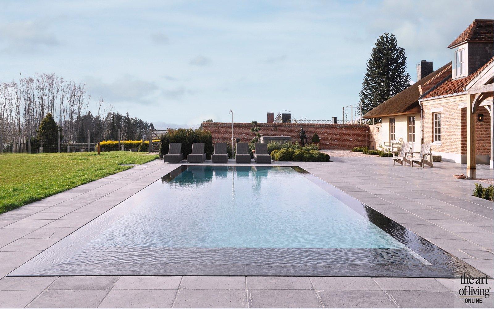 Zwembad door GR-Zwembaden, tuinarchitect Davy Crucke, aanleg en bestrating door Robby De Meulemeester