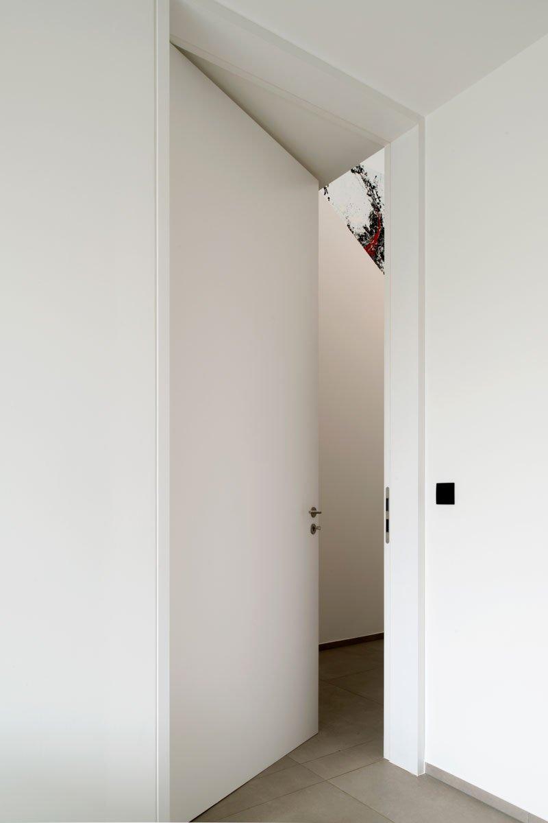 Witte deur van Brems Doors, Zelfvoorzienend, BNE Architecten