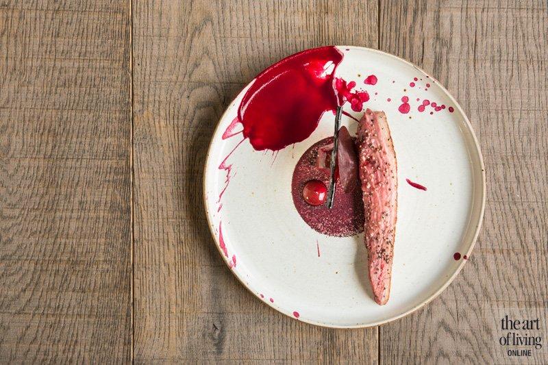 Dessert, nagerecht, Restaurant Hertog Jan, Geroosterde eend met rode biet, crème van kersen en jus van eend met zoethout