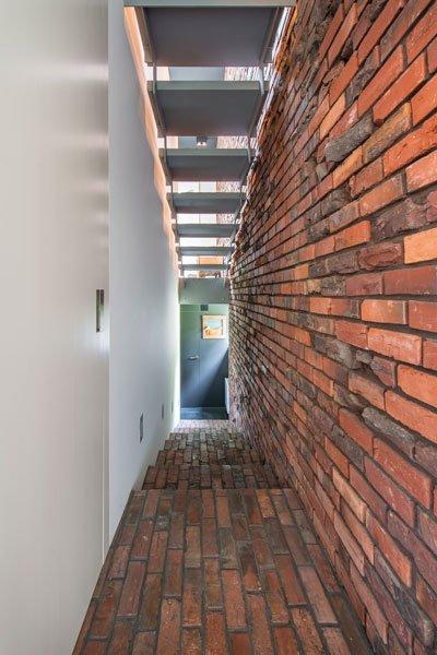 Roodkleurige baksteen, Steenbakkerij Membruggen, misvormde stenen, ruw, speels, BVV Architecten, hedendaagse villa