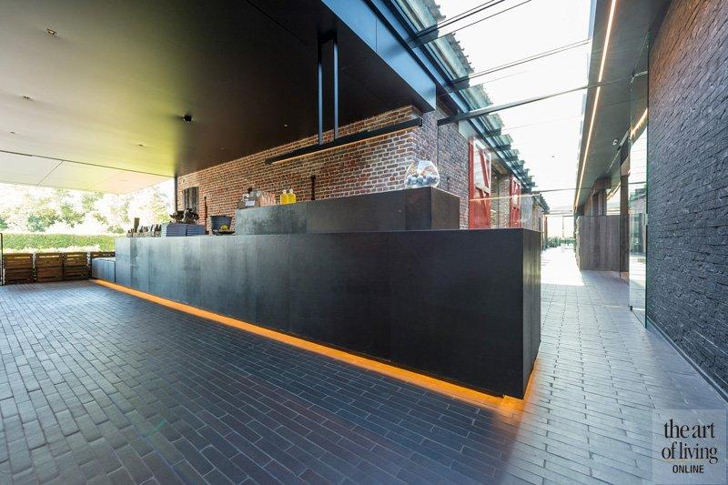 Ontvangst ruimte, monumentaal, omgekeerd zadelleer, Restaurant Hertog Jan