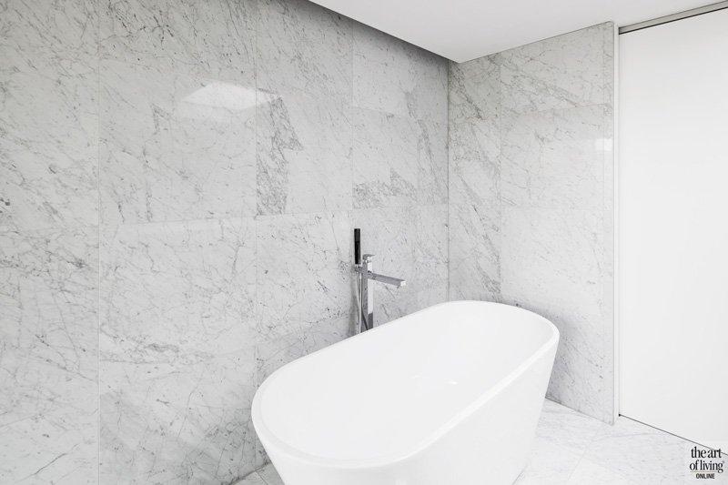 Vrijstaand bad, badkamer, wit marmer, Beltrami