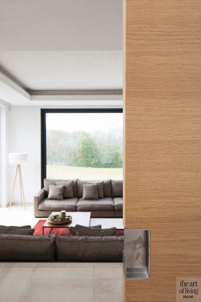 Houten deur van Brems doors, zicht op de woonkamer