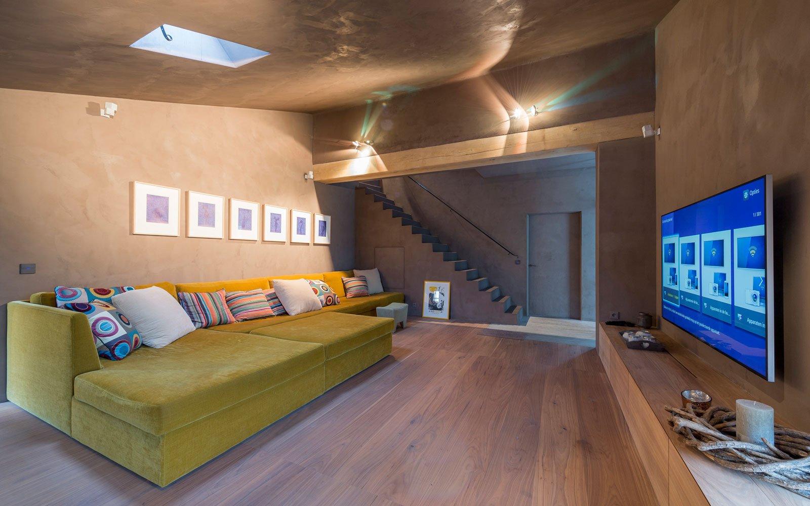 Televisie ruimte, houten vloer, kleurrijk interieur, herenhoeve, Bernard de Clerck