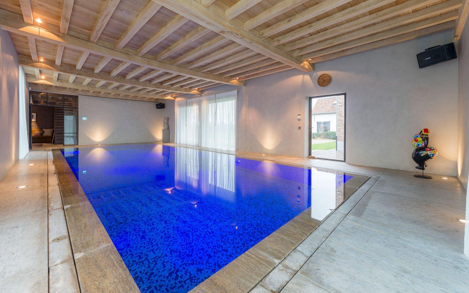Binnenzwembad, overloopzwembad, Otec Pools, mozaïek tegels, Herenhoeve, Bernard de Clerck