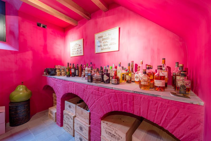 Kleurrijke wijnkelder, paramentsteen en baksteen, kelder, Eeckhout & Zonen, herenhoeve, Bernard de Clerck