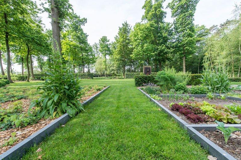 Parkachtige tuin, tuinaanleg Mils, bloemen en planten Boomkwekerij van Pelt, BVV Architecten, Hedendaagse villa