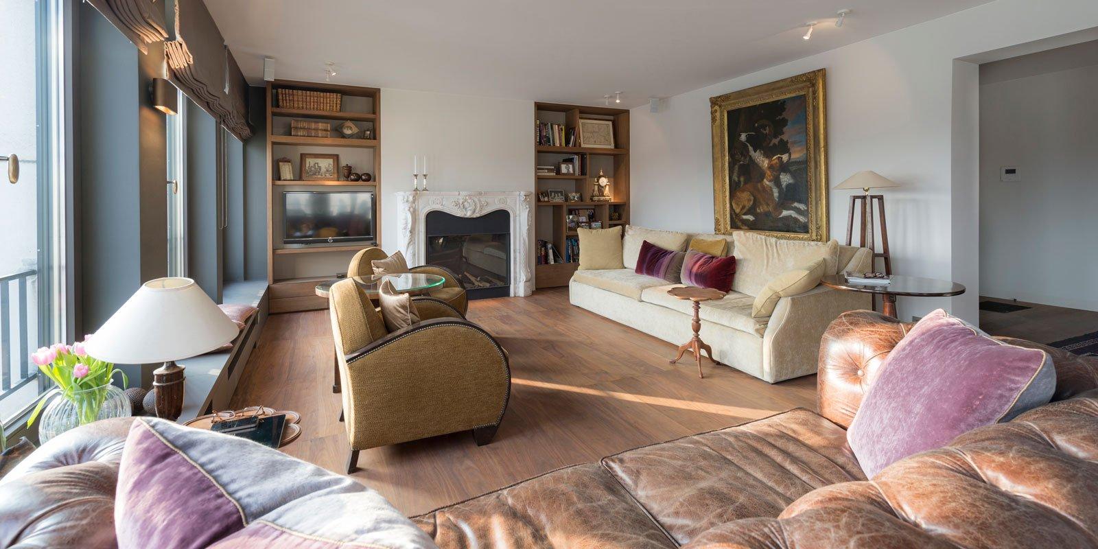 Woonkamer, houten vloer, Urban Bronze, schilderwerk, SteMat, Sherwin Williams, Klassiek & Romantisch, Bernard de Clerck