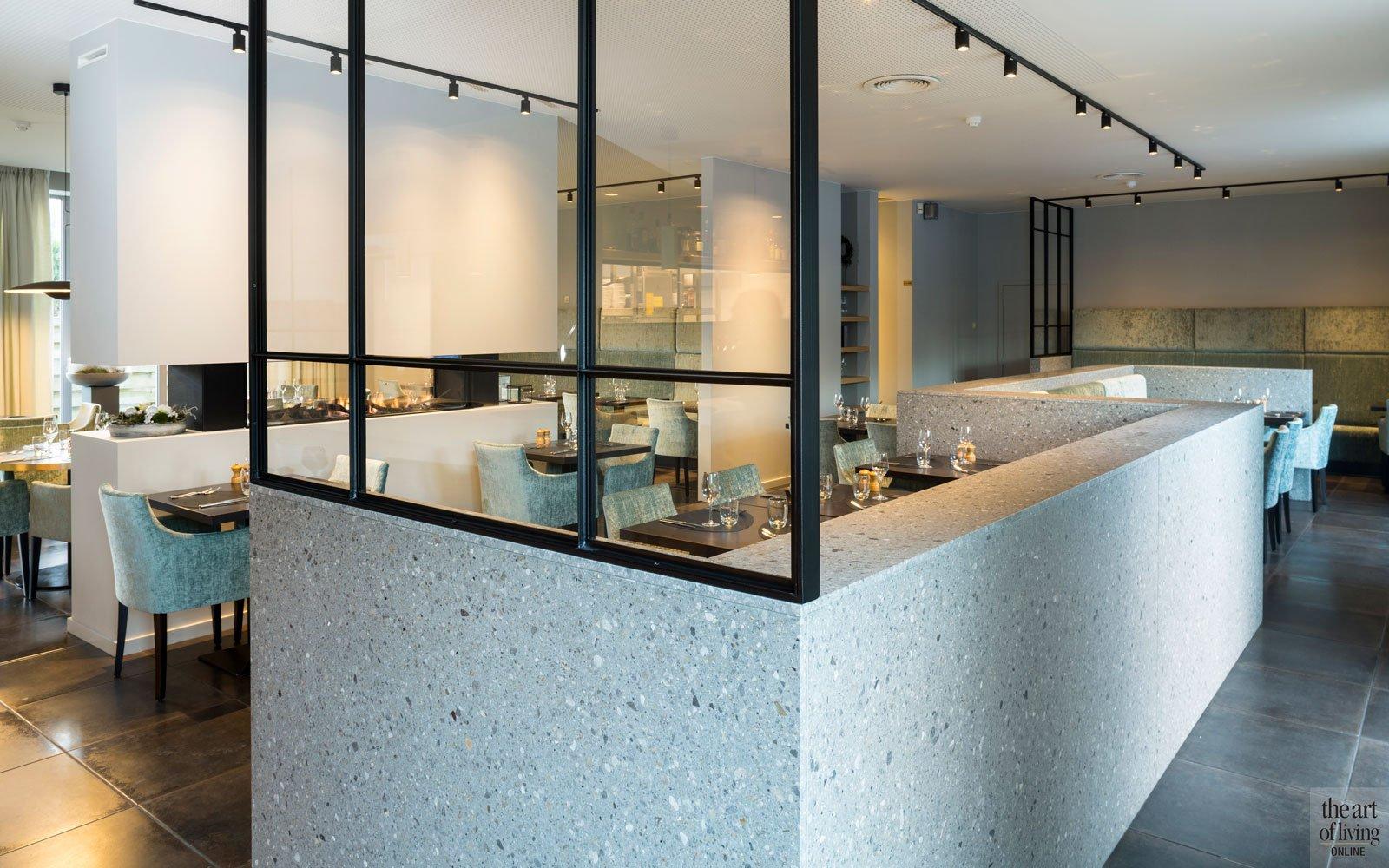 de stalen ramen en deuren, geleverd door Pieter Van Damme, geven het geheel charme, Restaurant Chaflo & Co, Bouw-iD