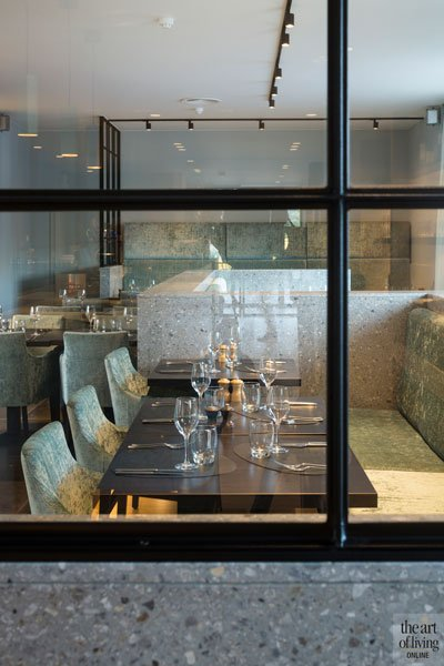 Stalen deuren en ramen van Pieter van Damme, glas, doorkijk, Restaurant Chaflo & Co, Bouw-iD