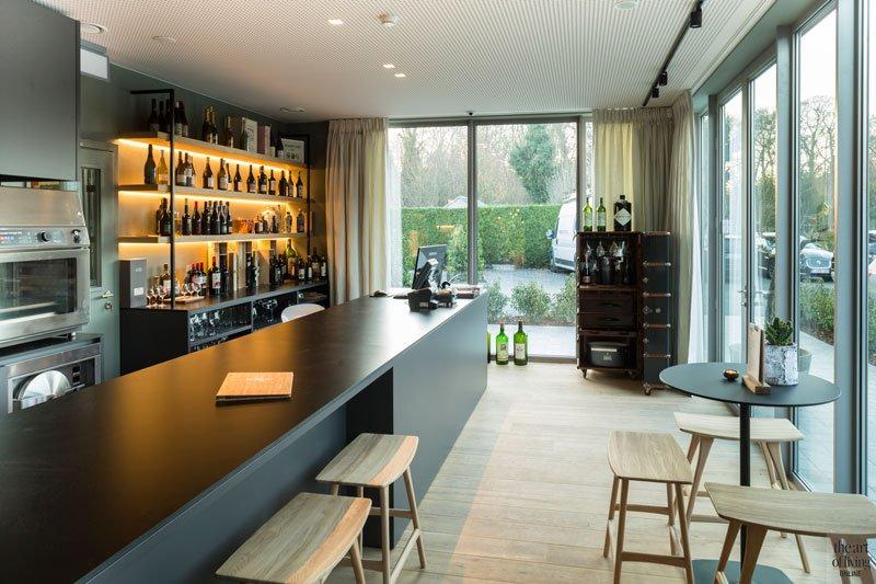 wijnboetiek van een plankenvloer, geleverd door Parketlounge, Restaurant Chaflo & Co, Bouw-iD