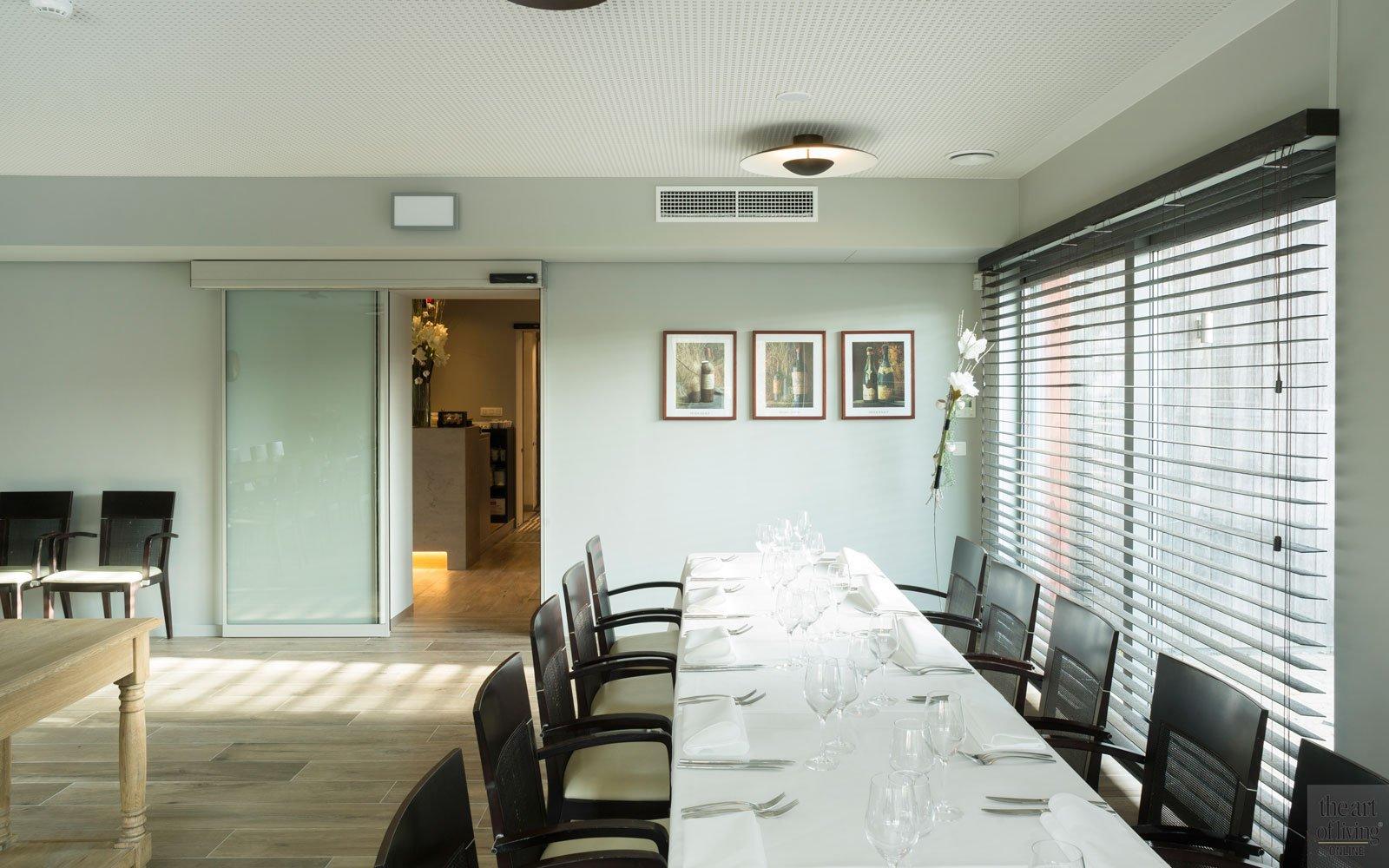 Feestzaal, parketvloer, lichtinval, shutters, Restaurant Chaflo & Co, Bouw-iD