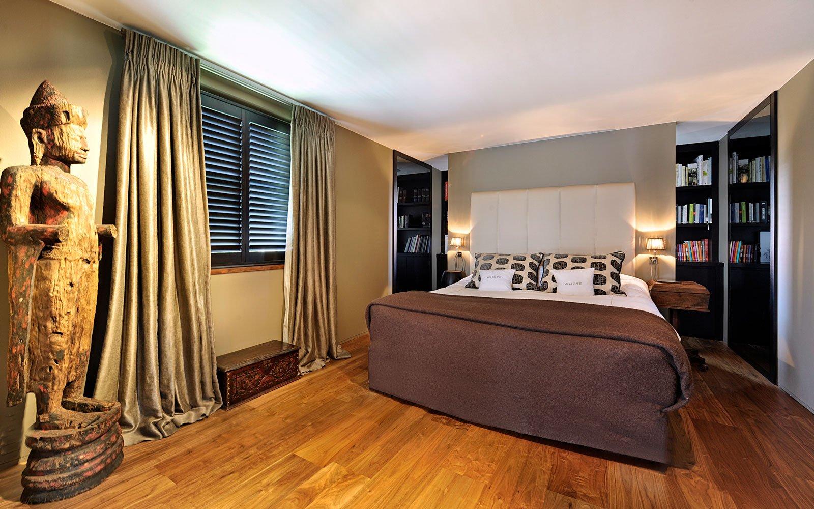 Slaapkamer, master bedroom, bed, houten vloer, klassieke villa, Bart François