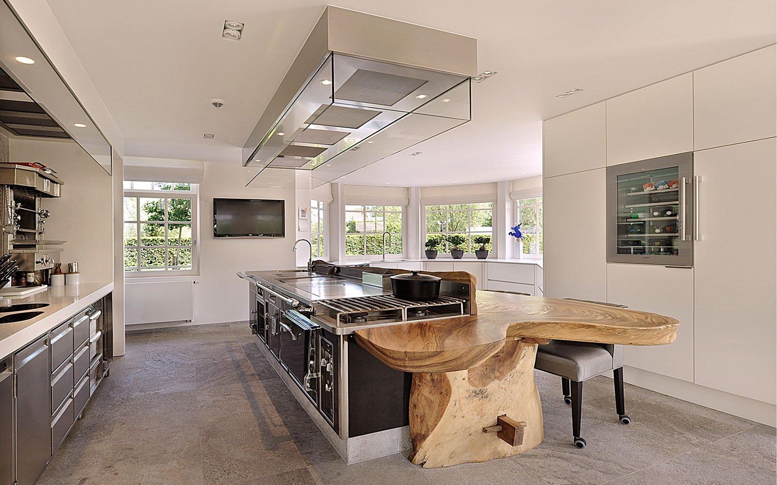 Keuken, Grando Keukens, Frank Tack, Boomstamblad, houten tafel, natuurlijke materialen, klassieke villa, Bart François