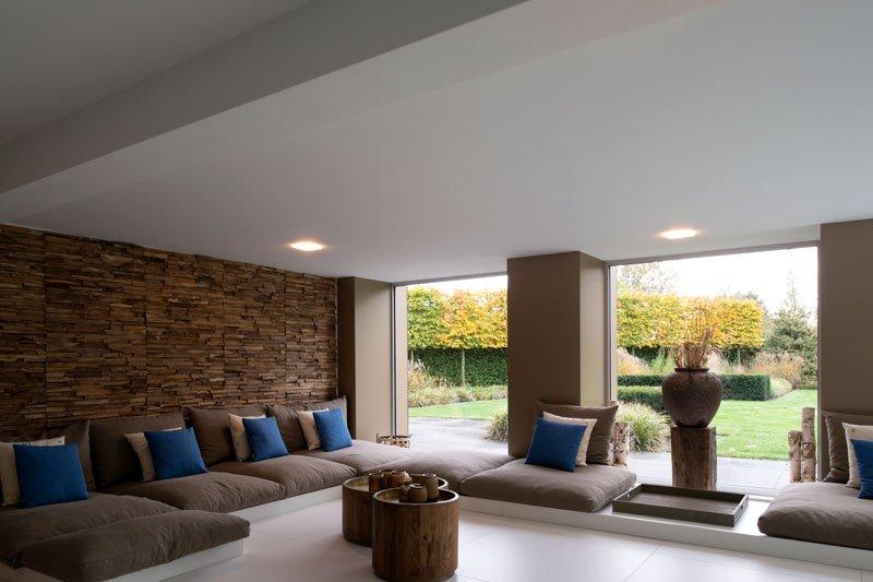 wellnessruimte, lounge, zwembad, loungebank, moderne villa, VVR Architecten