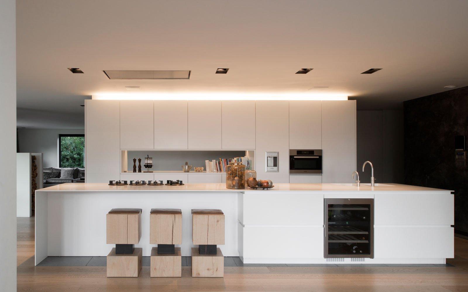 Maatwerk keuken, Vado Keukens, kookeiland, wit, moderne villa, VVR Architecten