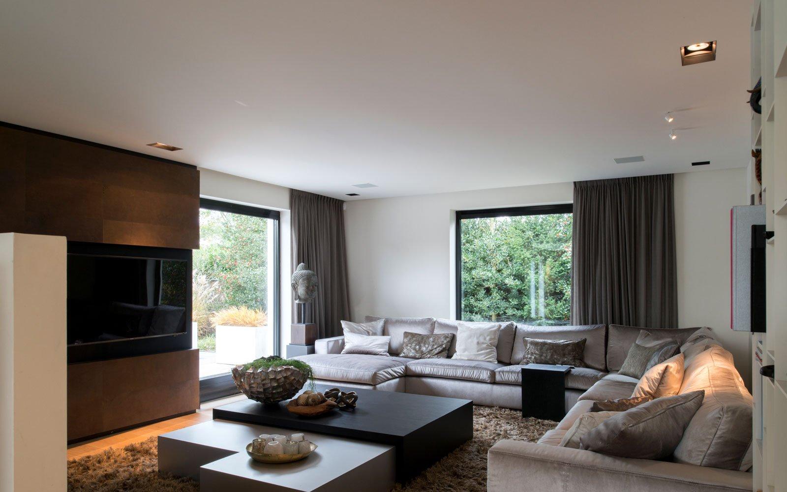 Woonkamer, loungebank, hoekbank, televisie, sfeervol, Eric Kant, meubilair, moderne villa, VVR Architecten