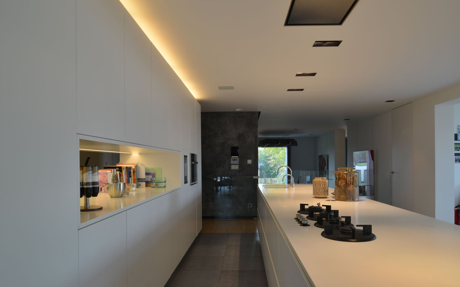 Strakke, witte keuken, maatwerk, Vado Keukens, moderne villa, VVR Architecten