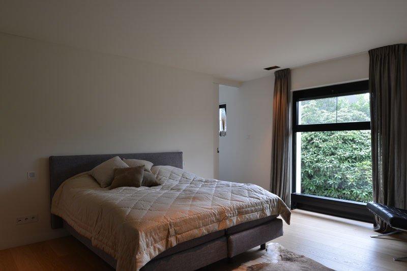Slaapkamer, master bedroom, bed, boxspring, moderne villa, VVR Architecten