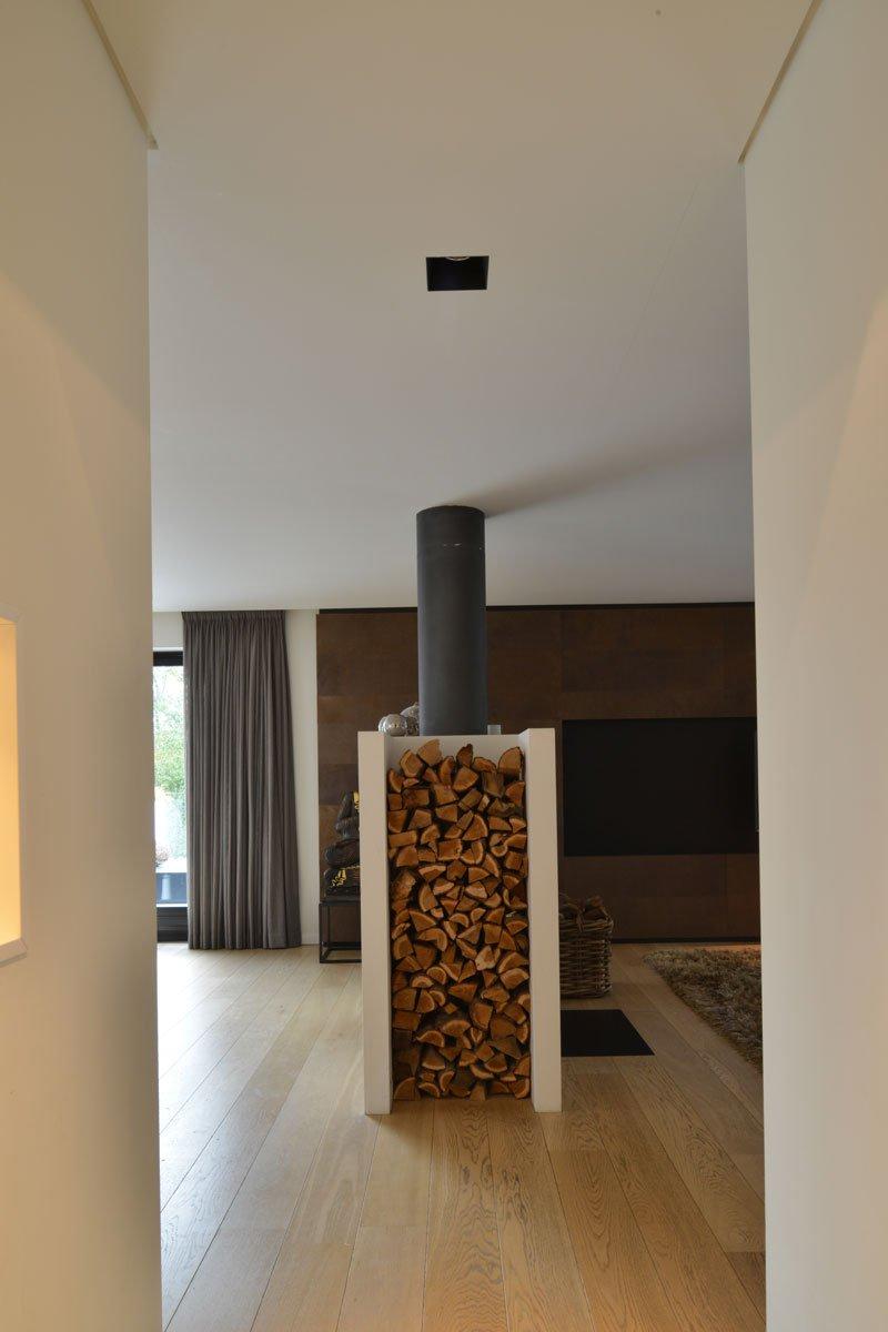 Tunnelhaard, haard, Stuv, houtopslag, moderne villa, VVR Architecten