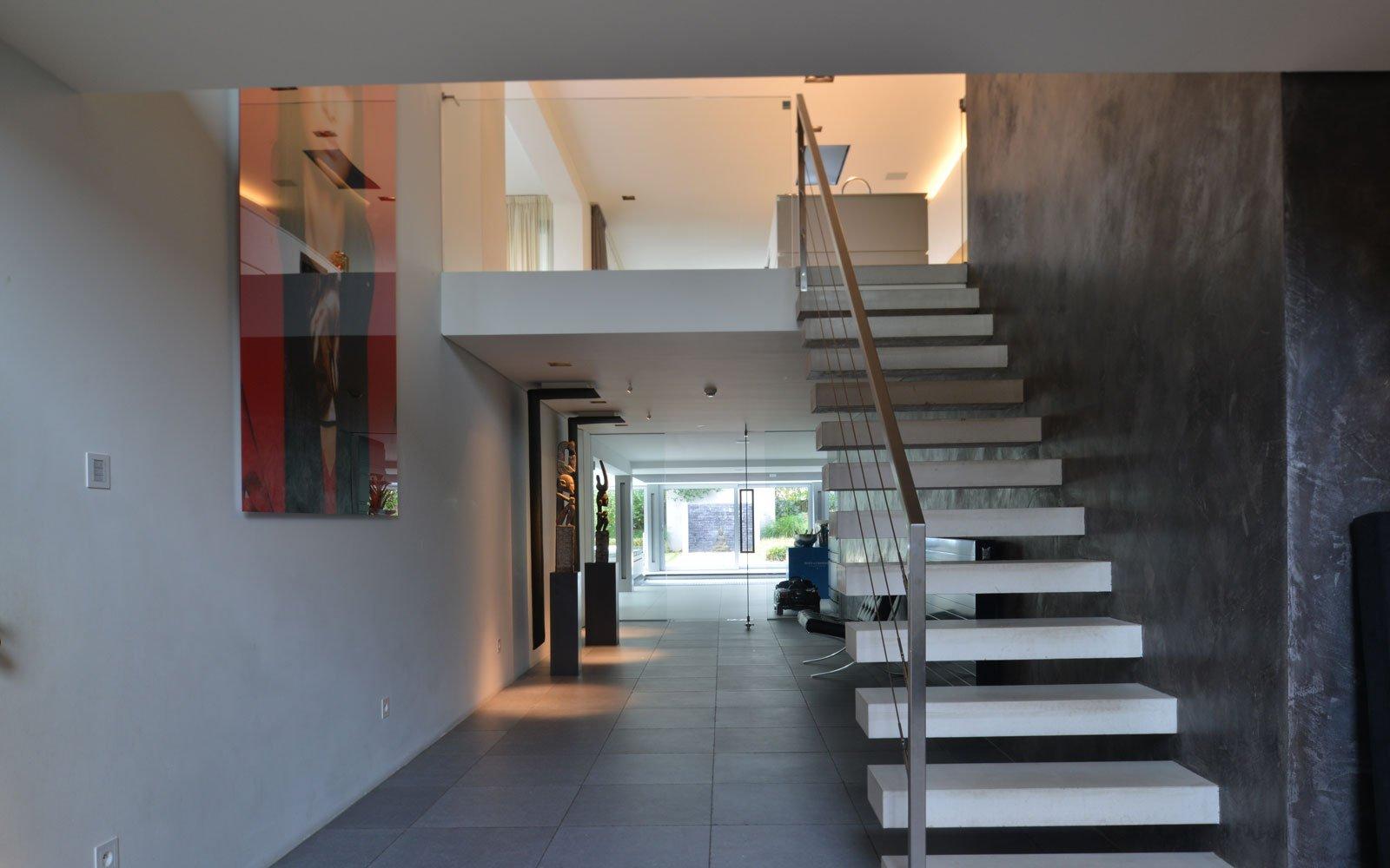 Hal, vide, trap, moderne villa, VVR Architecten