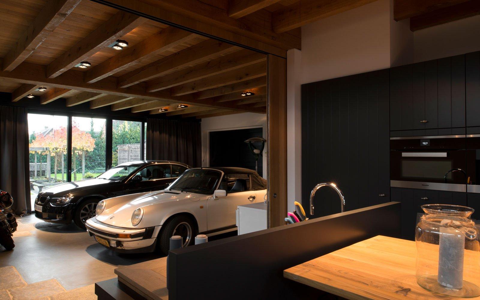 parkeerplaats, luxe auto's keuken, open verbinding, gastenverblijf, modern, VVR Architecten