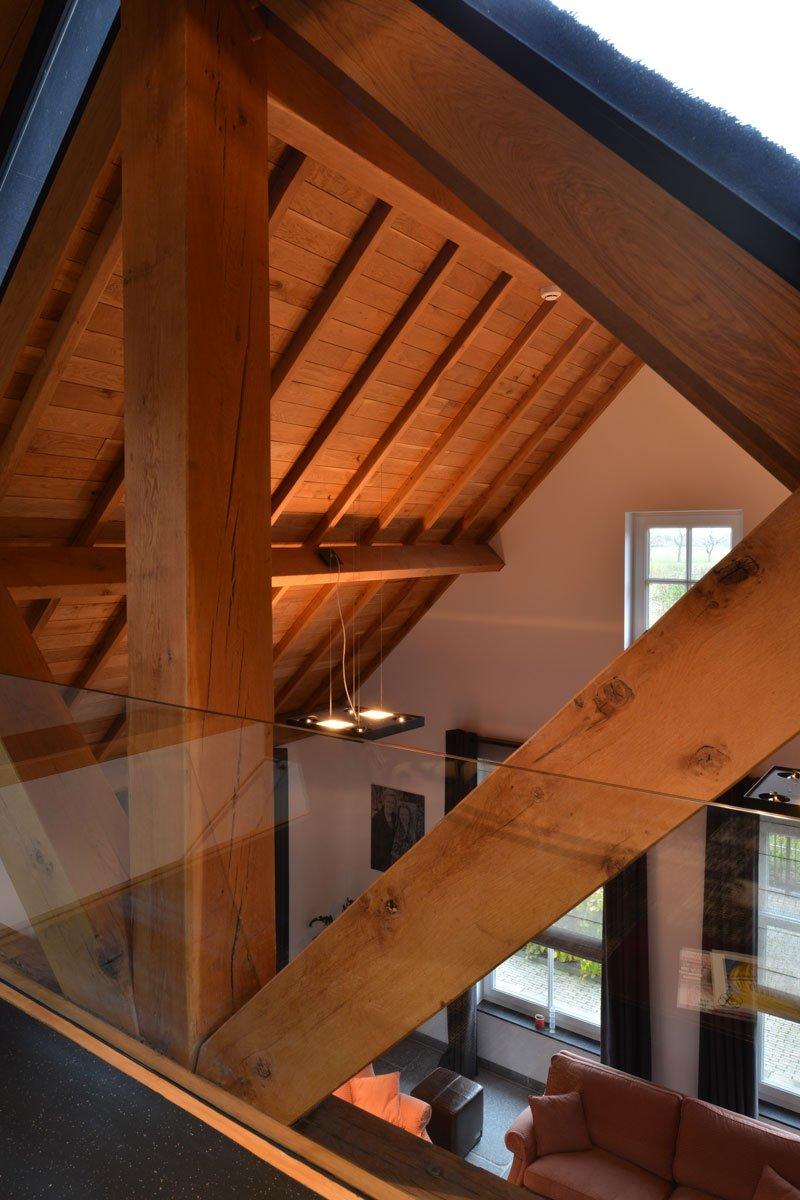 Houten constructie, eikenhout, glazen balustrade, Trappenfabriek Vermeulen, modern gastenverblijf, VVR Architecten