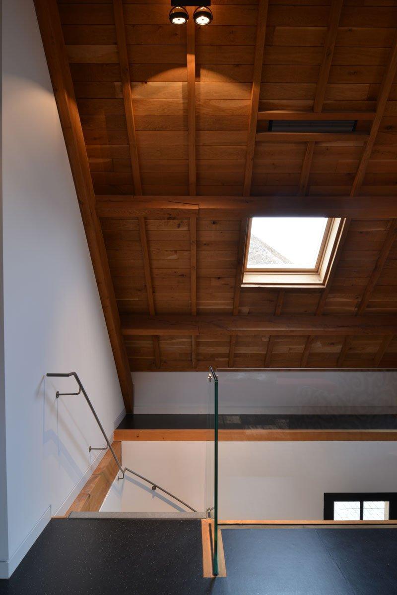 Trap, balustrade, Trappenfabriek Vermeulen, houten constructie, dakraam, modern gastenverblijf, VVR Architecten