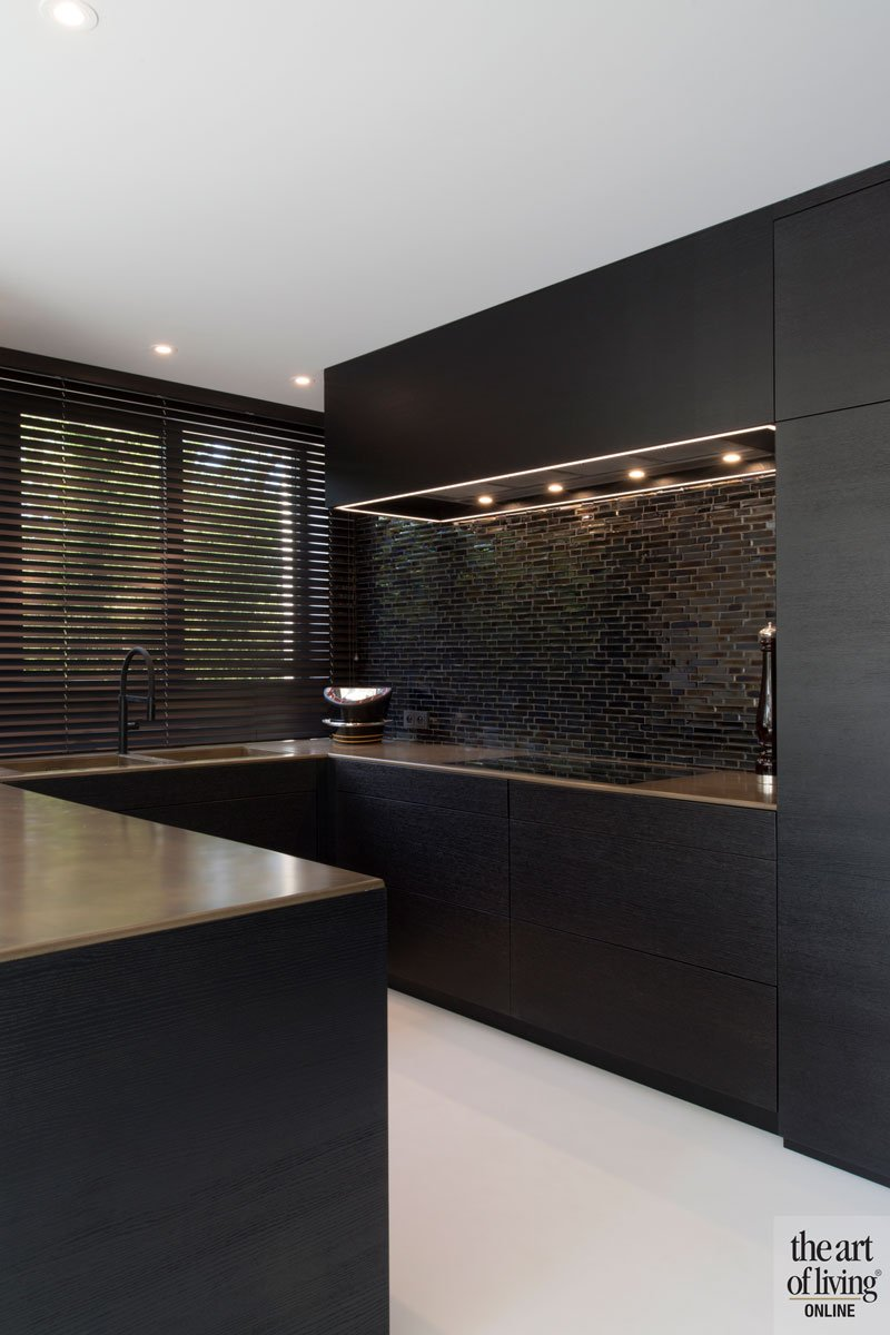 Maatwerk keuken, Stylmar, keukenblad in staal door Fo Le Fer, brons en messing, ruime villa, HC Demyttenaere