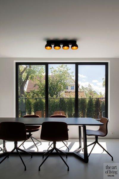 Eettafel, grote ramen, aluminium kozijnen, uitzicht, licht, ruime villa, HC Demyttenaere