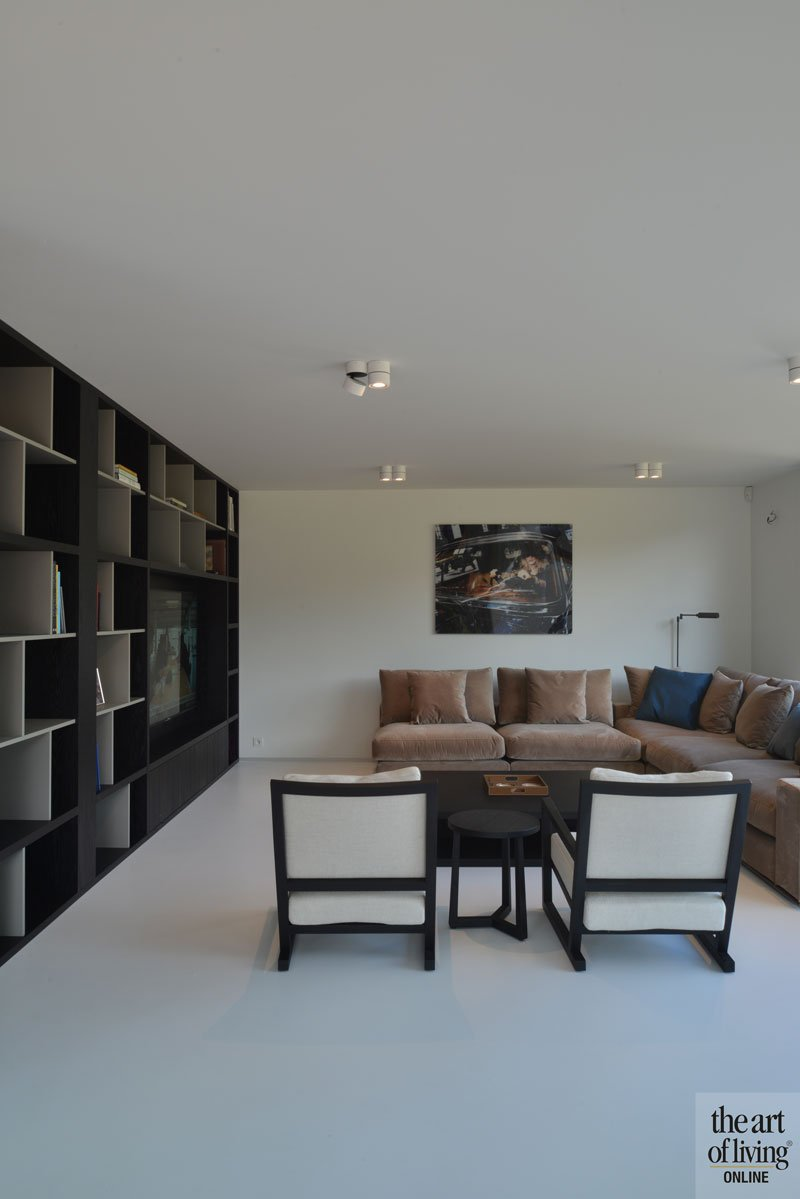 Woonkamer, living, gietvloer, Liquid Floors, kast, maatwerk, ruime villa, HC Demyttenaere