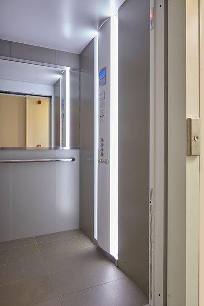 Lift, Otis, appartementencomplex, t zonnige hoekje, Bart François