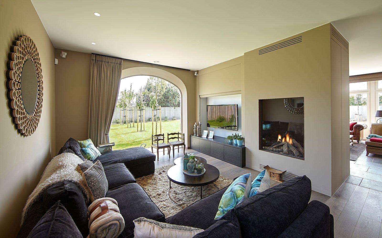 Living, woonkamer, open haard, Cosyflame, grote ramen, boogvormig, Engelse cottage, Bart François