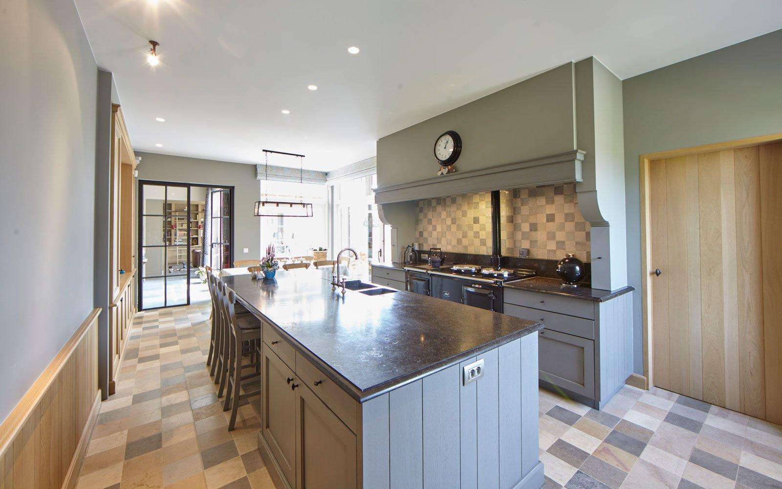Maatwerk keuken, apparaten weggewerkt, Frank Tack Interieurbouw, Engelse cottage, Bart François