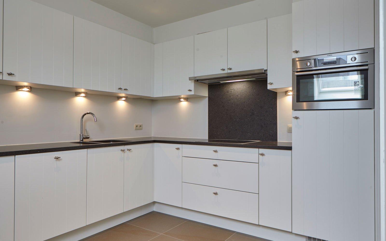 Keuken, Grando Keukens, strak, wit, appartementencomplex, t zonnige hoekje, Bart François