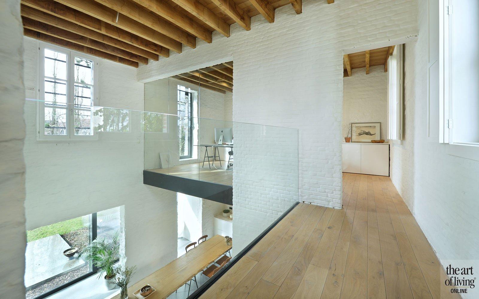 Vide, bovenverdieping, houten vloer, glas, ruimtelijk, licht, oud koetshuis, Michiel van Raemdonck