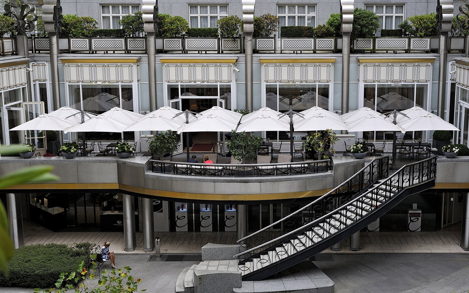 Solero Parasols, Steigenberger Hotels, zweefparasol, parasol, zonbescherming, the art of living