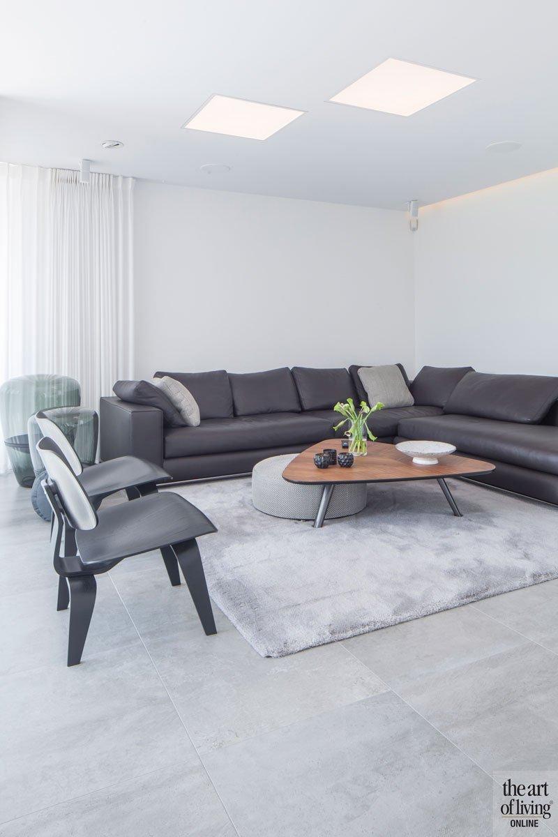Woonkamer, hoekbank, eerste verdieping, neutrale kleuren, living, villa in L-vorm, p.ed architecten