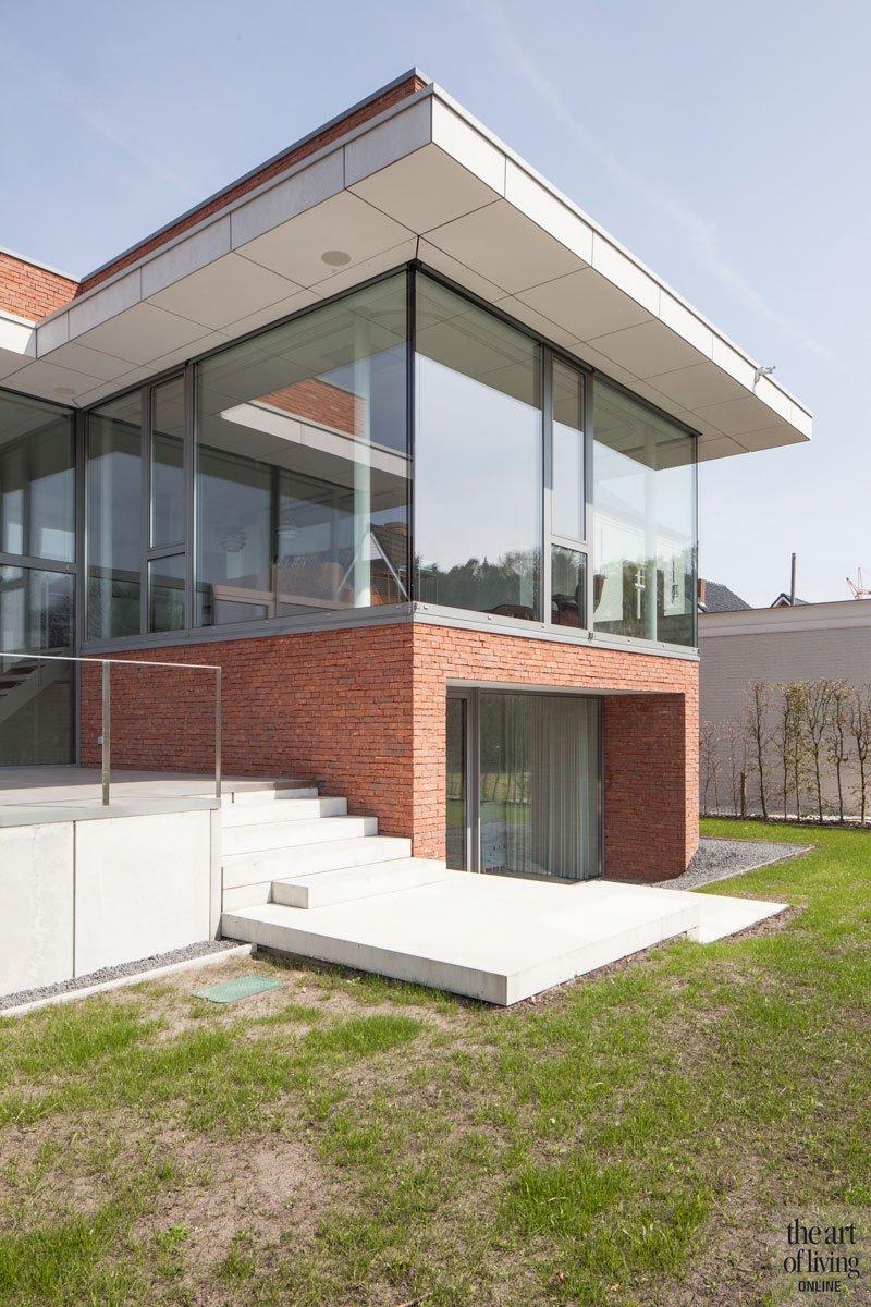 Nieuwbouw woning, rode baksteen, grote ramen, verschillende niveaus, villa in L-vorm | p.ed architecten