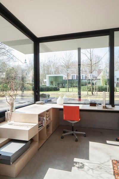 Kantoor, bijgebouw, grote ramen, veel glas, lichtinval, renovatie, p.ed architecten